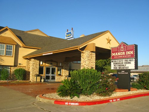 I had a great stay at Manor Inn. Exceptional service, very clean rooms, and a huge price discount.